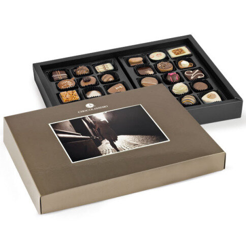 Postcard maxi box of chocolates, pralines with a picture, pralines with a a photo, chocolate with a photo, chocolate with a picture