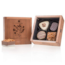 belgian pralines, belgian chocolate, elegance pralines, chocolate pralines, gift, present, chocolate for mother, chocolate for girl, chocolate for women, wooden box, luxury pralines