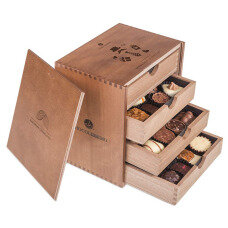belgian pralines, belgian chocolate, elegance pralines, chocolate pralines, chocolate for men, chocolate for boy, chocolate for husband, wooden box, luxury pralines