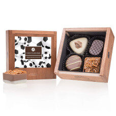 belgian pralines, belgian chocolate, elegance pralines, chocolate pralines, gift for football fan, present for soccer fan, chocolate for men, chocolate for boy, chocolate for husband,, wooden box, luxury pralines